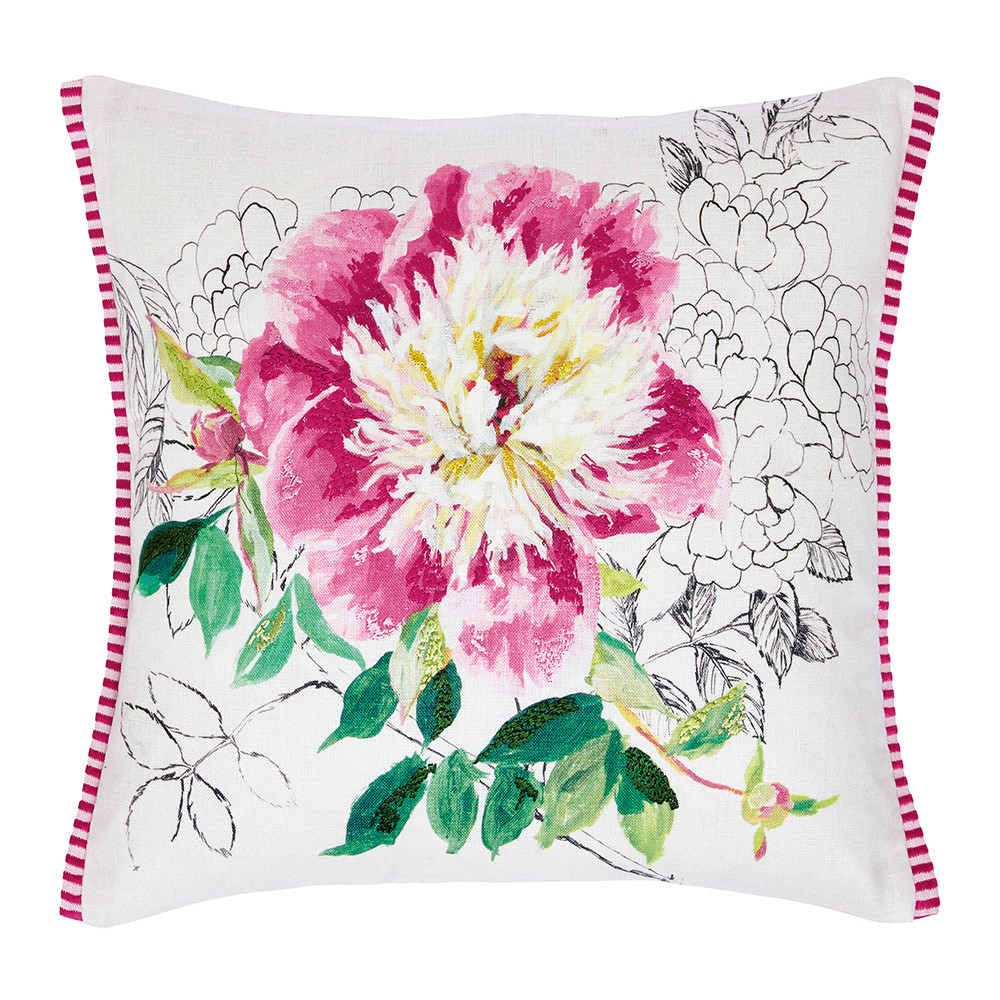 Designer's Guild do florals oh-so-well. This gorgeous print works wonders for a space. More bright summer florals magic on the blog post.