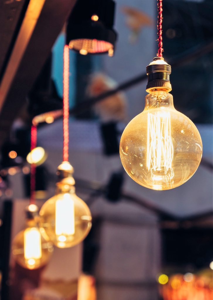 Lighting can make all the different to your wall colour or paint scheme. Find out which bulbs are best and how to use light to your advantage. #lighting #perfectpaintcolour