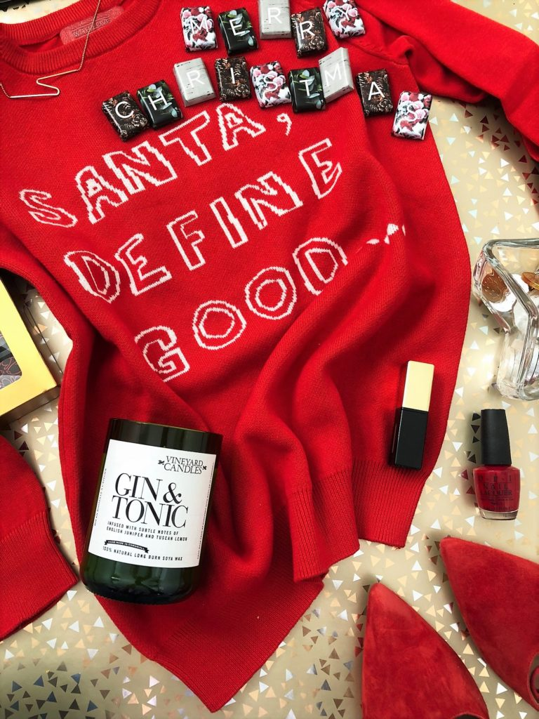 Festive Gift Guide - I LOVE this time of year. Who doesn't?! Chunky knits and cashmere socks; the coats, the boots, those crisp sunny mornings. The sequins, the sparkle, Red-Apple nails, chai lattes served in festive cups, scented candles and Christmas windows...